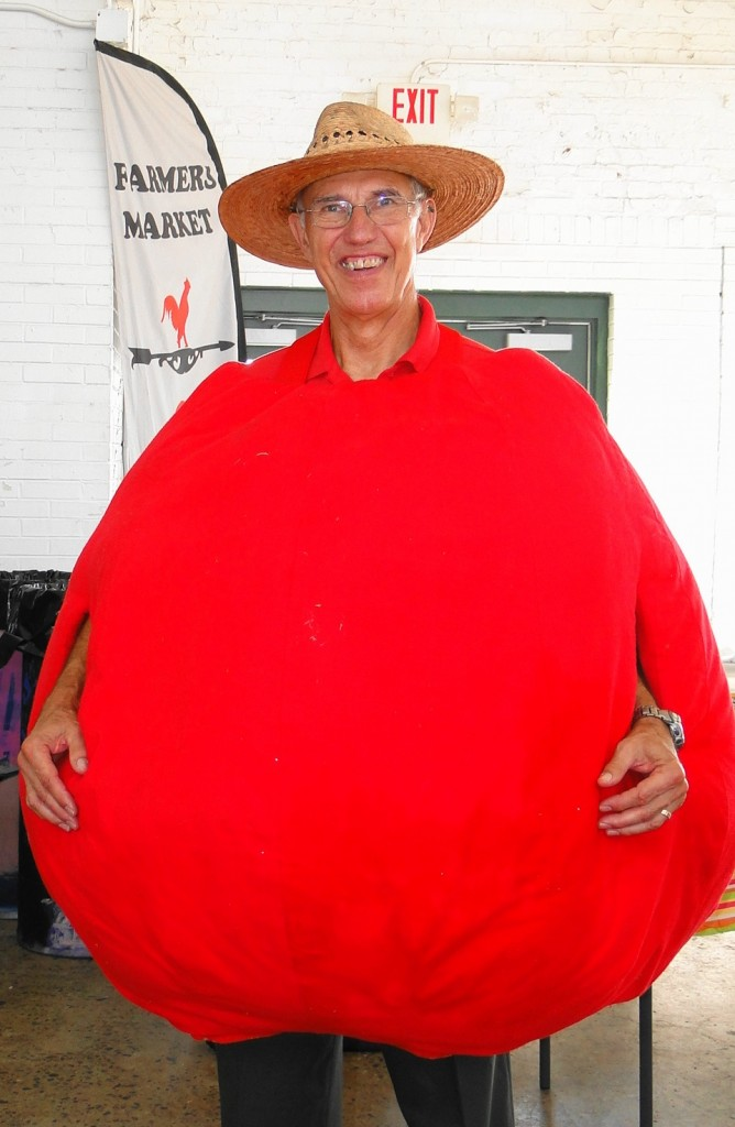 Earl 'the tomato' Hockin  President of SAPS   Tomato Fest XI   August 8 2015  mmv